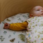 Jak zadbać o bezpieczny sen niemowlaka?